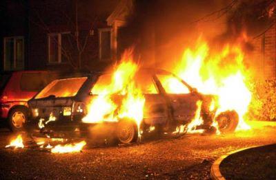 В Баку произошло ДТП, в результате чего возник пожар