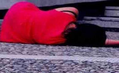 Qapısı açıq avtobusdan yıxıldı  - öldü