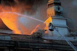Пожар на мебельной фабрике не могут потушить уже три дня