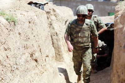 Министр обороны Азербайджана в прифронтовой зоне