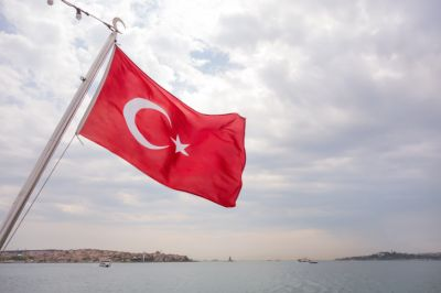 На консульство США в Стамбуле напали две женщины