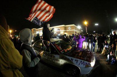 Полиция США арестовала по меньшей мере десять протестующих в Фергюсоне