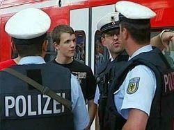 50 беженцев напали на полицейских, 13 человек получили ранения