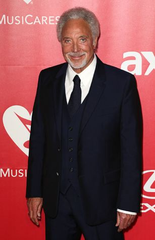 Sir Tom Jones receives apology from BBC boss