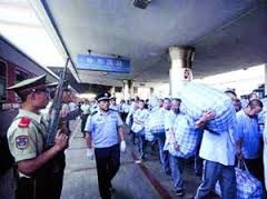 China: Trains get armed guards