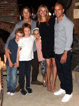 Julia Roberts and kids pose for rare family photo