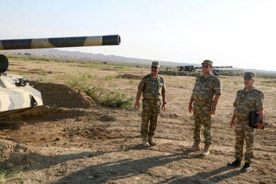 Министр обороны Азербайджана проверил готовность воинских частей ФОТО