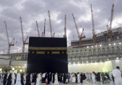 At least 107 killed by falling crane at Grand Mosque in Mecca