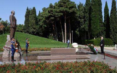 Милош Земан посетил могилу общенационального лидера Гейдара Алиева