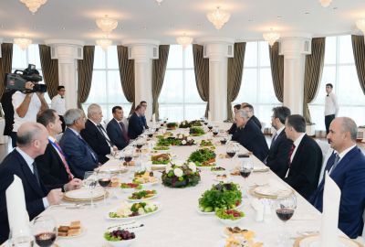 Azerbaijani Premier, Czech President have working lunch