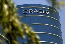 Oracle revenue falls on strong dollar