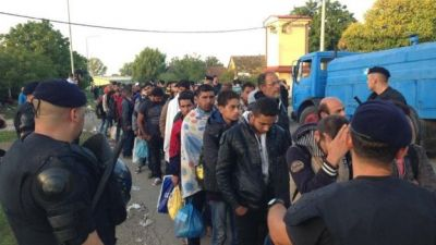 Croatia closes border with Serbia