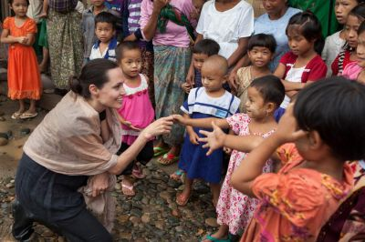 Jolie urges Burma's citizens to vote in landmark polls
