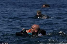 17 Syrian refugees drown off Turkish coast