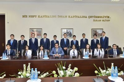 BHOS Rector Elmar Gasimov meets winners of Presidential scholarship