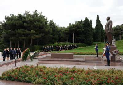 Participants of an international conference pay respect to the Azerbaijani National Leader