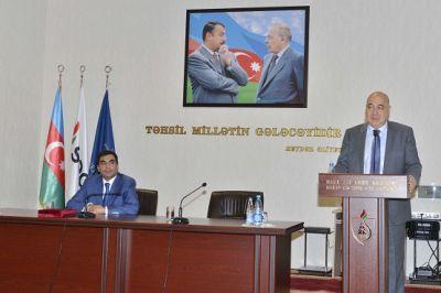 Chingiz Abdullayevmeets with BHOS students