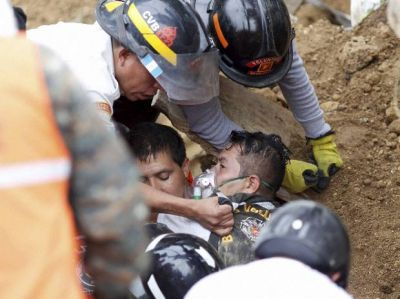 Guatemala landslide: At least 131 killed, hundreds missing