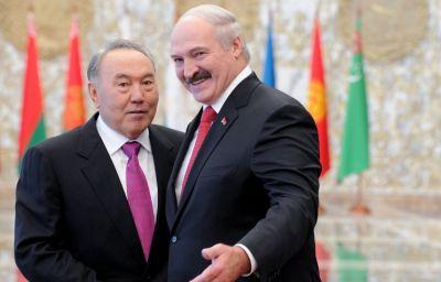Назарбаев от имени лидеров стран СНГ поздравил Лукашенко с победой