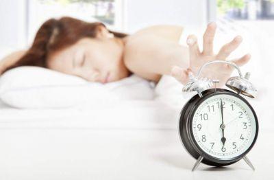 Ученые развеяли миф о естественности восьмичасового сна