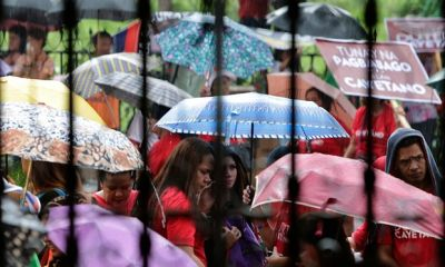 300,000 seek shelter after typhoon closes in on the Philippines