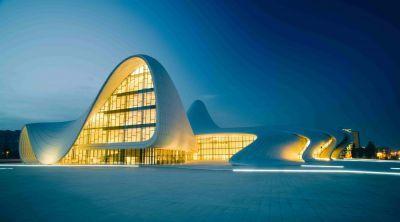 Здание Центра Гейдара Алиева будет подсвечено голубым светом