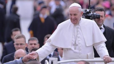 Vatican denies report Pope Francis has brain tumor