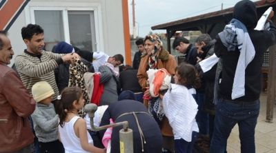 Fishermen rescue 37 Syrian refugees