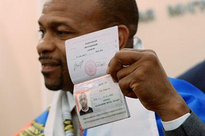 Американский боксер получил паспорт гражданина России