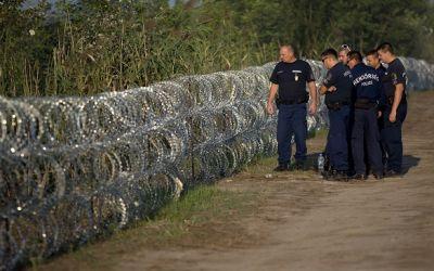 Австрия отгораживается забором от потока мигрантов