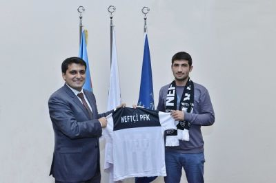 Neftchi FC Executive Director meets BHOS football fans