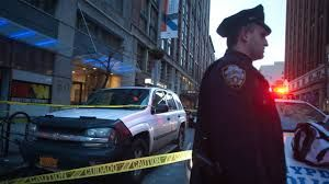 В нью-йоркском метро неизвестный ранил четырех человек