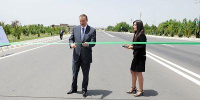Ильхам Алиев принял участие в открытии после реконструкции автомобильной дороги