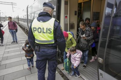 Sweden imposes first border controls in 20 years