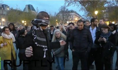 Muslim man blindfolds himself and asks strangers in Paris to hug him