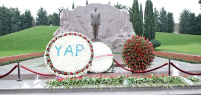 Leadership of New Azerbaijan Party visits the Alley of Honour