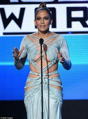 Jennifer Lopez duzzles at AMAs 2015 PHOTOS