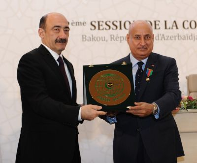 Азербайджанский министр удостоен премии ИСЕСКО