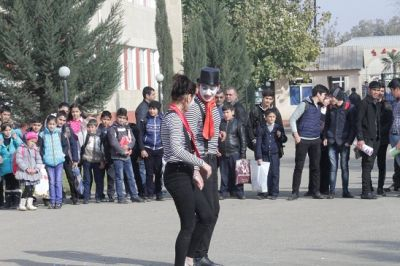 GF-nun dəstəyi ilə küçə teatr tamaşası oynanılıb -  FOTOLAR