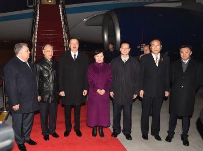 Президент находится с государственным визитом в Китае ФОТОГРАФИИ