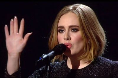Adele debuts new bob