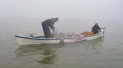 На Каспии спасены два рыбака