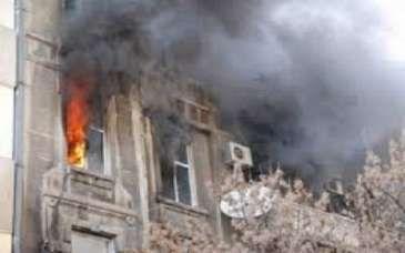 В здании вспыхнул пожар  15 эвакуированы