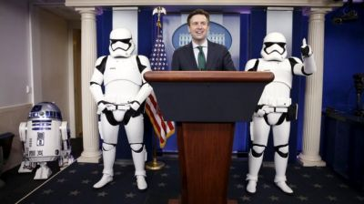 The Star Wars  breaks opening night box office record