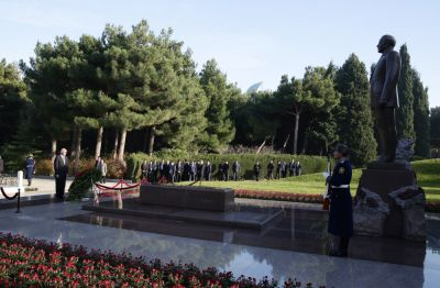 Afghan President pays respect to Azerbaijan's National Leader