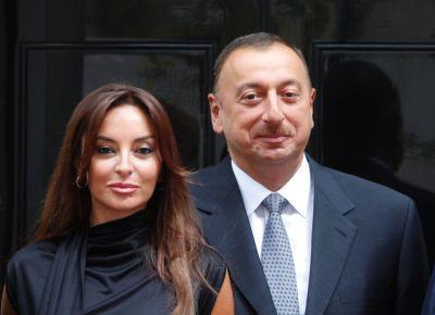 Президент и его супруга приняли участие в церемонии награждения