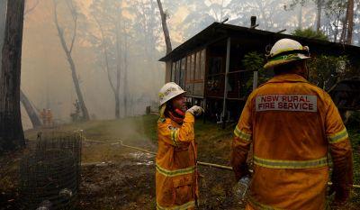 Лесные пожары в Австралии уничтожены более 100 домов
