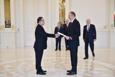 Ильхам Алиев принял верительные грамоты посла Монголии