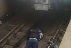 В Бакинском метро молодой человек бросился под поезд