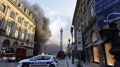 В центре Парижа горит отель